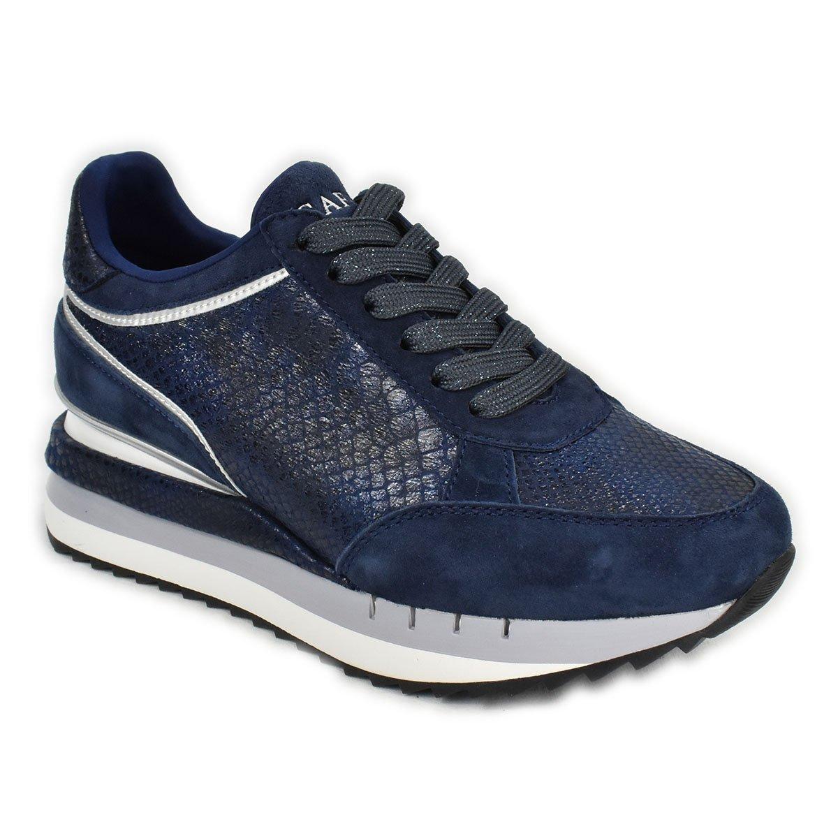 Sneakers scamosciate blu con trama a squame laminate - CafèNoir FDN626